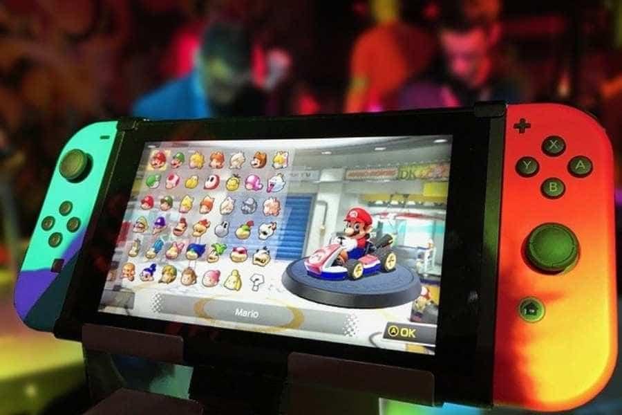 Imagen de la consola Nintendo Switch con el juego Mario Kart