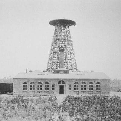 Fotografía de la Torre Tesla a principios del siglo XX